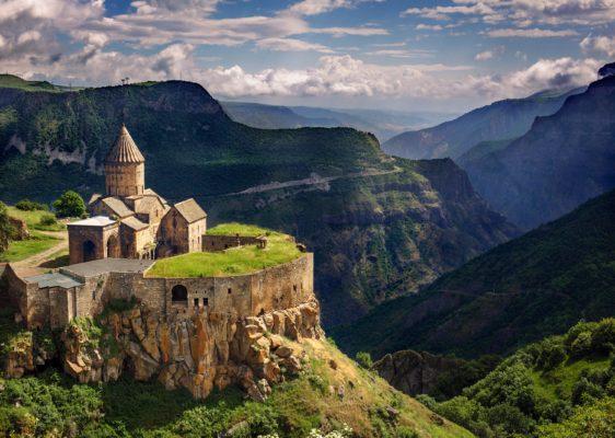Предео из Јерменије, описане у књизи Грумен земље српске