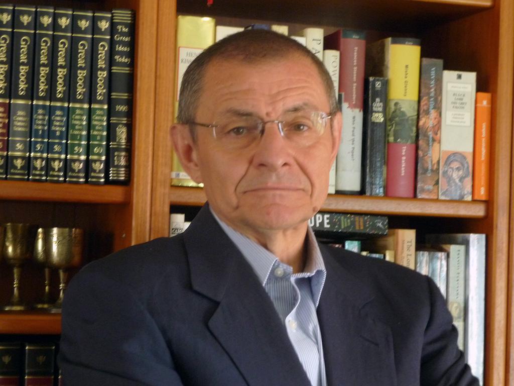 Небојша Катић, аутор књиге Сурови нови свет