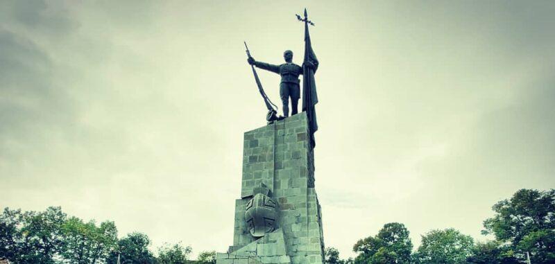 Споменик у Краљеву, симбол слободе