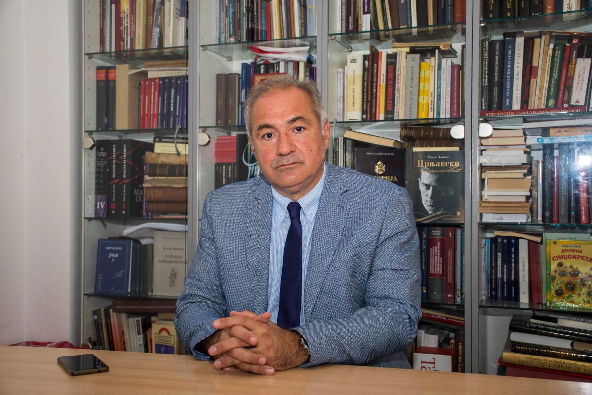 Мило Ломпар, Невладина интелигенција и режим
