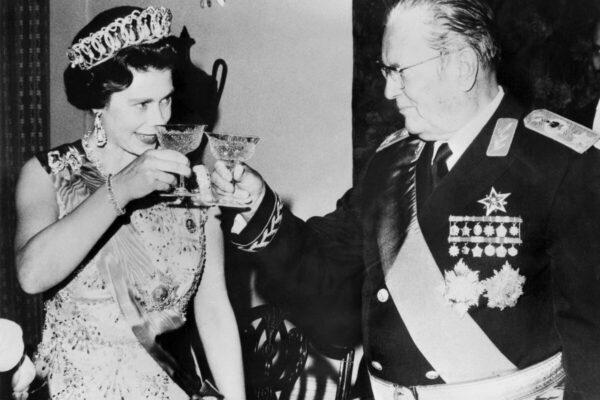 Запад, Срби и слобода - на слици: Тито и краљица Елизабета